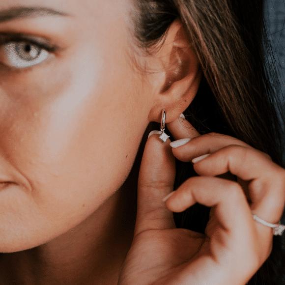 תקריב על הגוף או תכשיטים אווירה (מתאים לתמונת מוצר באתר 580_580 (14)