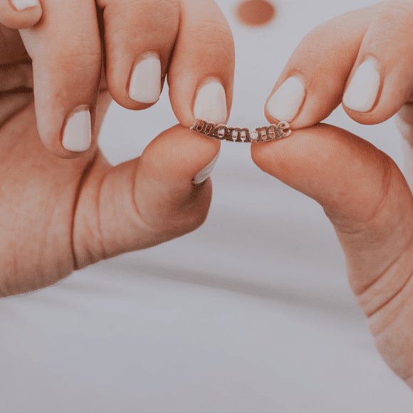 תקריב על הגוף או תכשיטים אווירה (מתאים לתמונת מוצר באתר 580_580