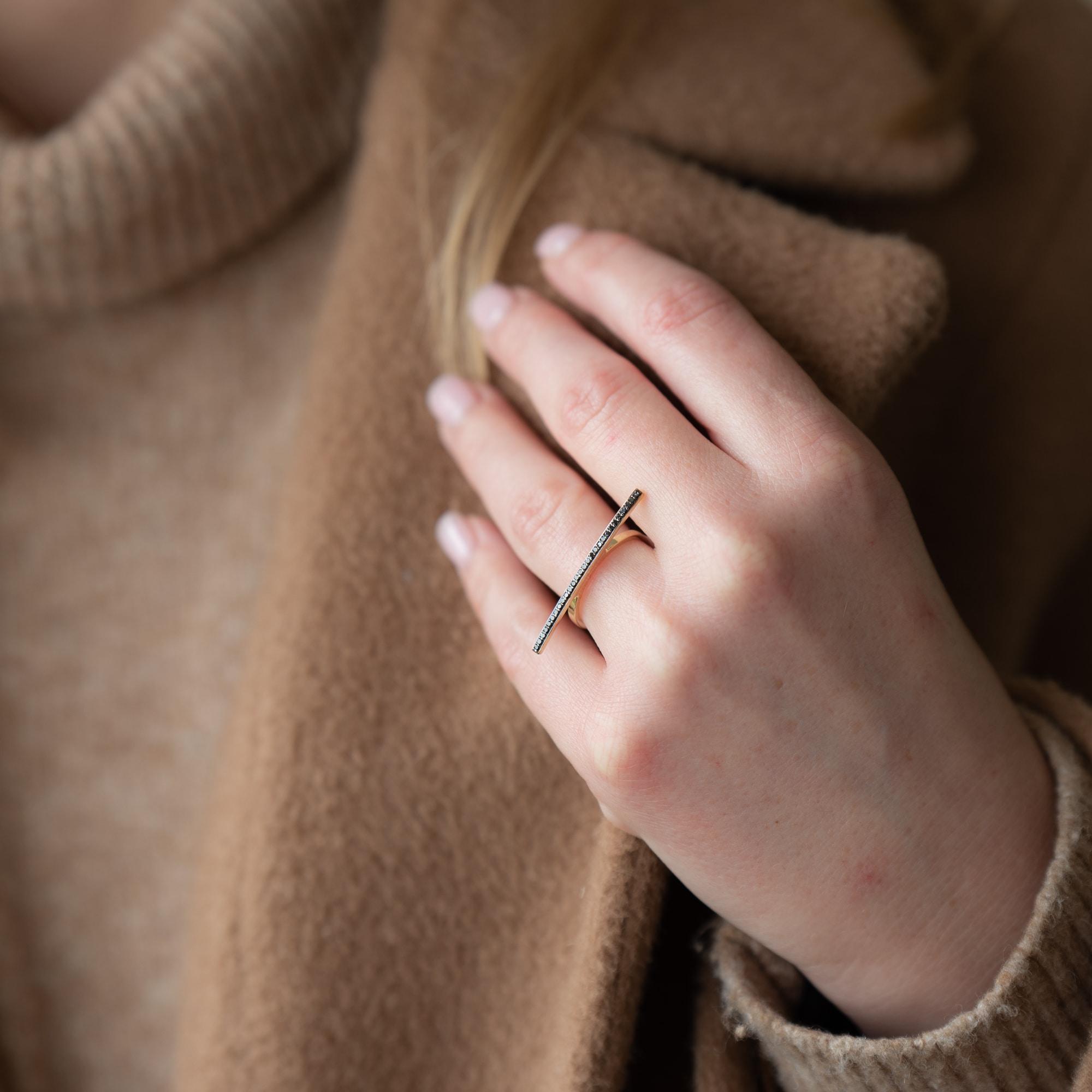 טבעת פס יהלומים שחורים